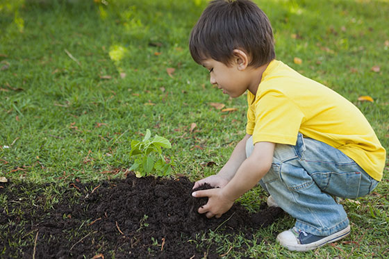 Do you see how easily this little boy is squatting down to the dirt?